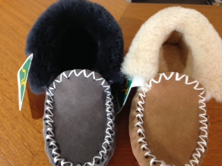 MenAustralian made sheepskin moccasins Grey or chestnut