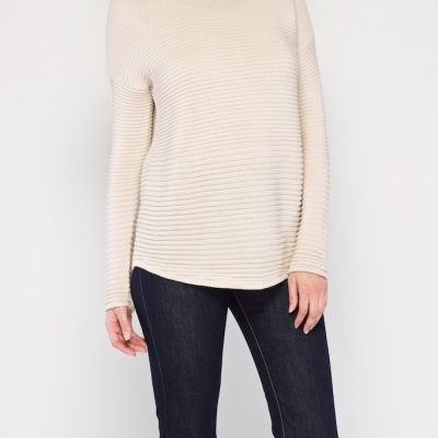 This shape jumper looks great on all shapes & it's so cosy
